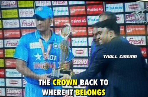 Dhoni taking Asia Cup 2016 photos